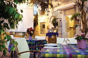 El Pozo Viejo  Newly Revamped Charm in the Heart of Marbella
